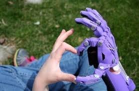 Mani realizzate grazie al progetto della Charity E-NABLE